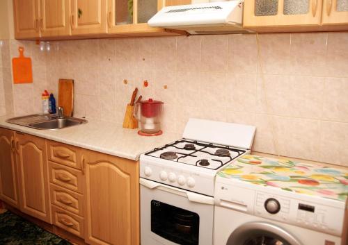 Кухня или мини-кухня в Апартаменты Уютный Дом