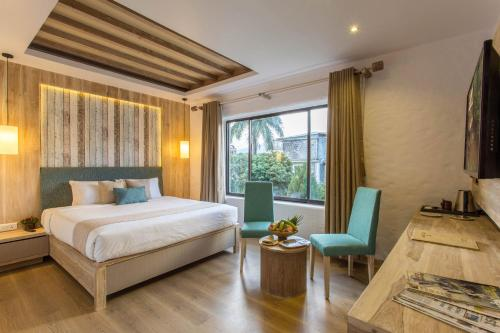 A bed or beds in a room at Hotel Barahi