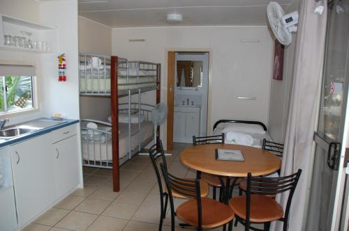 A kitchen or kitchenette at Lake Placid Tourist Park