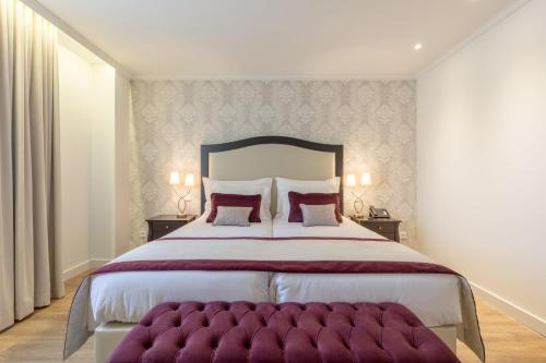 A bed or beds in a room at Luna Hotel Turismo