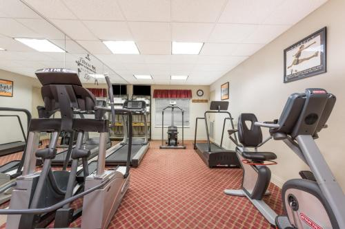The fitness center and/or fitness facilities at Hawthorn Suites by Wyndham Lake Buena Vista, a staySky Hotel & Resort