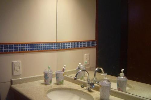 A bathroom at Chalé dos Pássaros