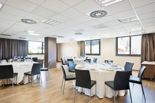 A restaurant or other place to eat at Hotel Best 4 Barcelona