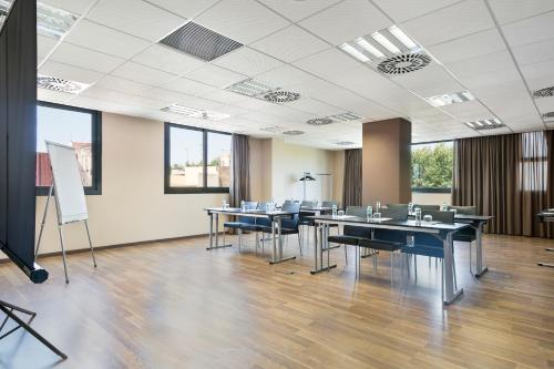 The business area and/or conference room at Hotel Best 4 Barcelona