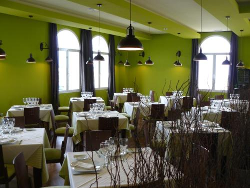 A restaurant or other place to eat at Ciudad del Renacimiento
