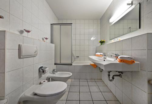 A bathroom at Hotel Katharinenhof