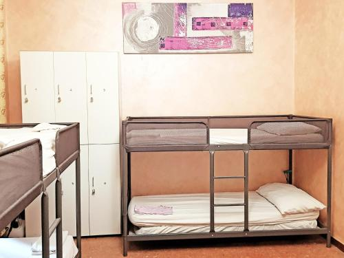 A bunk bed or bunk beds in a room at Dreaming Rome
