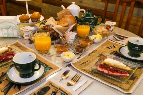 Breakfast options available to guests at Hotel Albatros