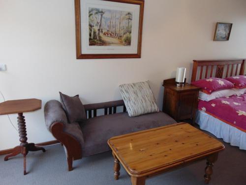 A seating area at Dalmeny Shores Villas