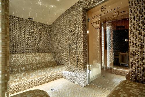 A bathroom at Grand Hotel Stamary