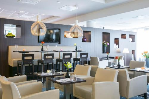 A restaurant or other place to eat at Hampton by Hilton Amsterdam Airport Schiphol