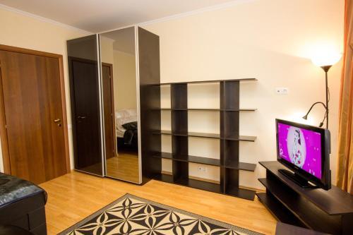Телевизор и/или развлекательный центр в Apartment on Yartsevskaya
