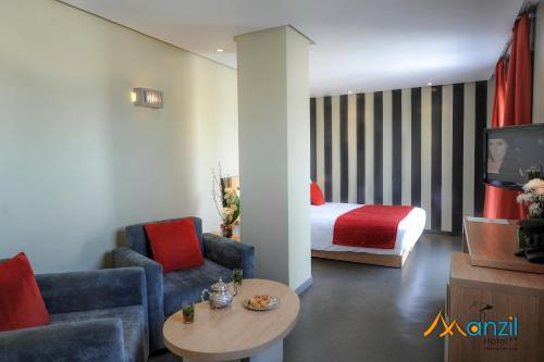 Ein Sitzbereich in der Unterkunft Manzil Hotel