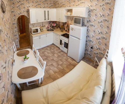 Кухня или мини-кухня в Apartment on Lenina 69А