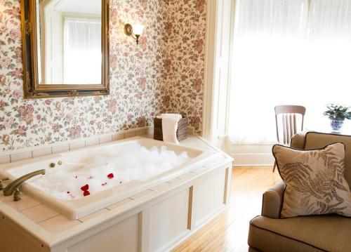 A bathroom at The Foxglove Inn