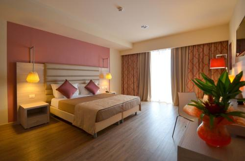 A bed or beds in a room at Turin Airport Hotel & Residence
