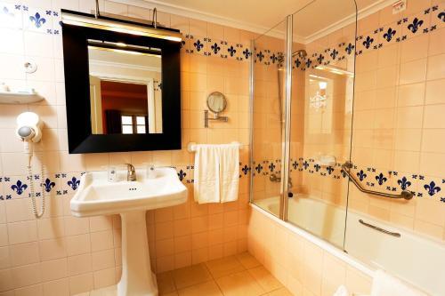 A bathroom at Parador Casa Da Insua