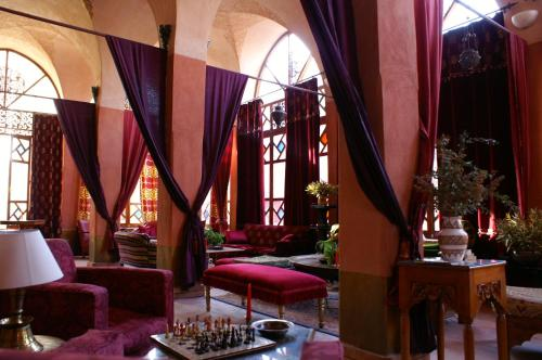 A restaurant or other place to eat at Al Moudira Hotel