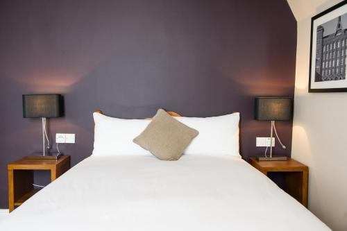 A bed or beds in a room at Innkeeper's Lodge Stockport, Heaton Chapel