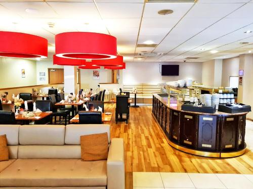 A restaurant or other place to eat at Britannia Edinburgh Hotel