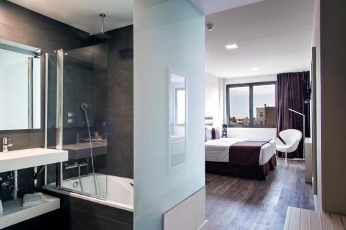 A bathroom at Bcn Urbaness Hotels Gran Rosellon