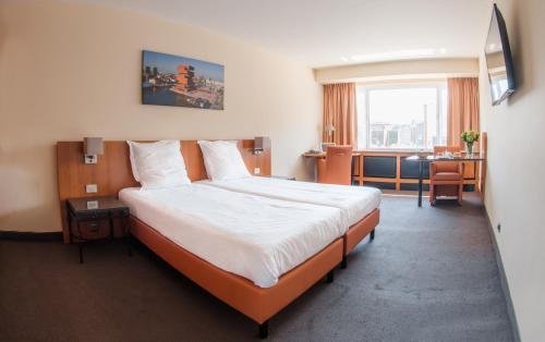 Een bed of bedden in een kamer bij Arass Hotel