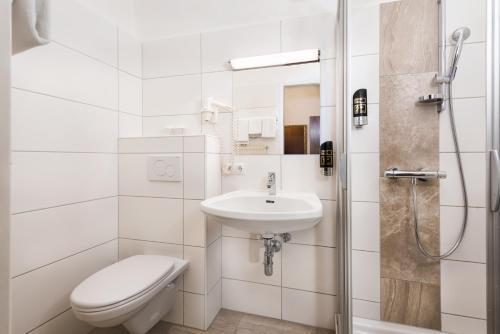 A bathroom at Hotel Mariahilf