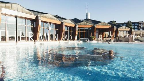 Der Swimmingpool an oder in der Nähe von Das Sonnreich - Thermenhotel Loipersdorf