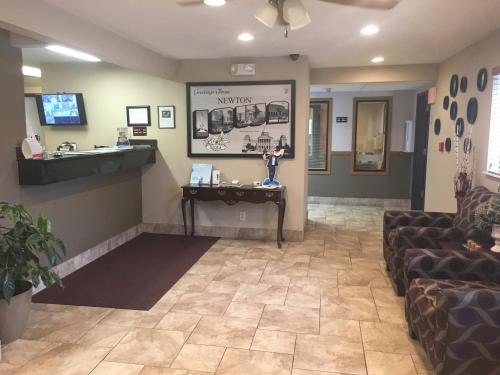 The lobby or reception area at Super 8 by Wyndham Newton