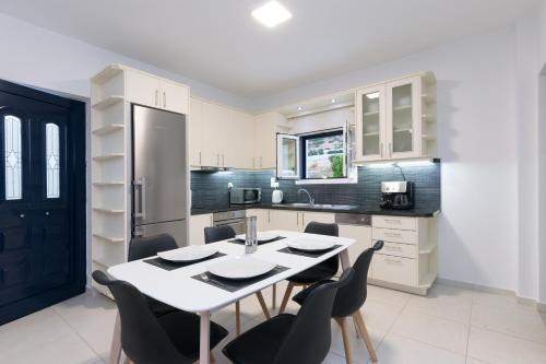 A kitchen or kitchenette at Metaxakis Home.