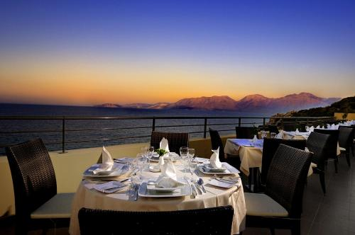 A restaurant or other place to eat at Blue Marine Resort and Spa Hotel