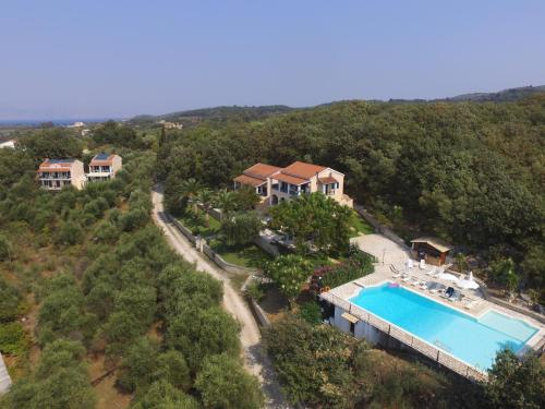 Θέα της πισίνας από το Natural Blue Green Apartment ή από εκεί κοντά