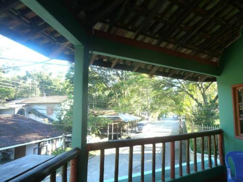 Uma vista da piscina em Albergue Muzy ou nos arredores