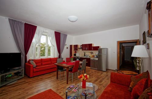 Area soggiorno di Spacious Prague View Apartment