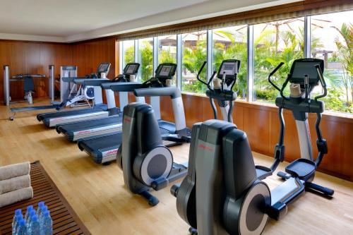 Фитнес-центр и/или тренажеры в Crowne Plaza - Dubai Jumeirah, an IHG Hotel