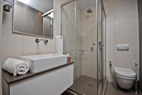 A bathroom at Xenia Hotel