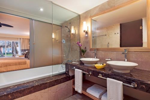 Un baño de Grand Palladium Palace Resort Spa & Casino - All Inclusive