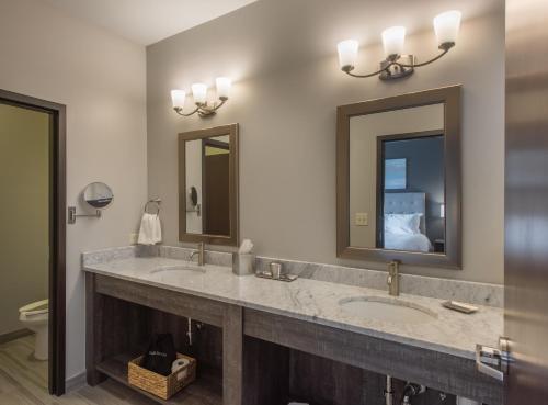 A bathroom at Valhalla Resort Hotel