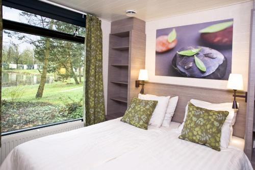 Een bed of bedden in een kamer bij Center Parcs Huttenheugte Drenthe-Overijssel