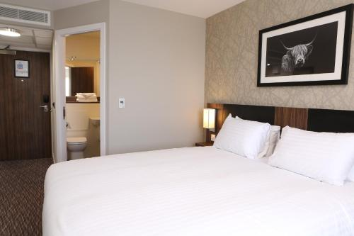 A bed or beds in a room at Harbour Spring, Peterhead by Marston's Inns