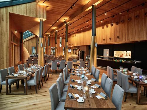 A restaurant or other place to eat at Nova Skyland Hotel