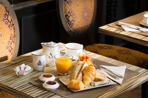 Breakfast options available to guests at Hôtel des Grands Hommes