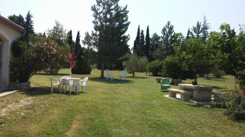A garden outside Holiday home Chemin des Grottes
