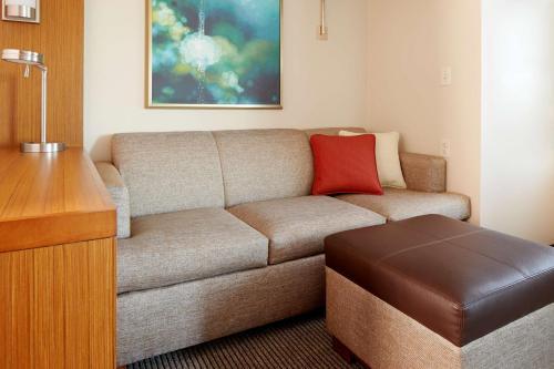 A seating area at Hyatt Place Corpus Christi
