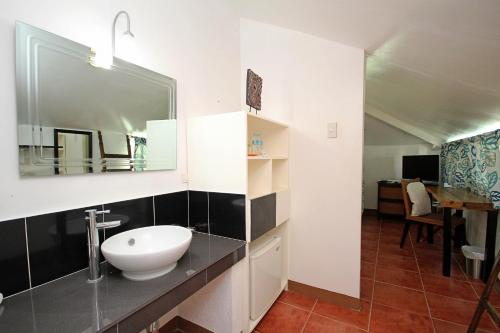 A bathroom at Bluewaves Beach House