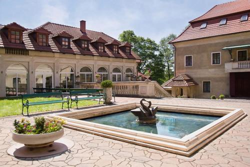 Bazén v ubytování Zámek Poruba nebo v jeho okolí