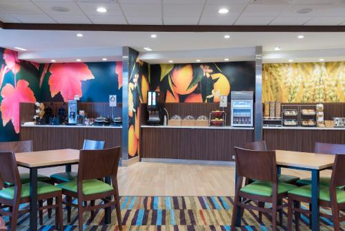 A restaurant or other place to eat at Fairfield Inn & Suites by Marriott West Monroe