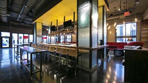 The lounge or bar area at Hilton Garden Inn Louisville Downtown