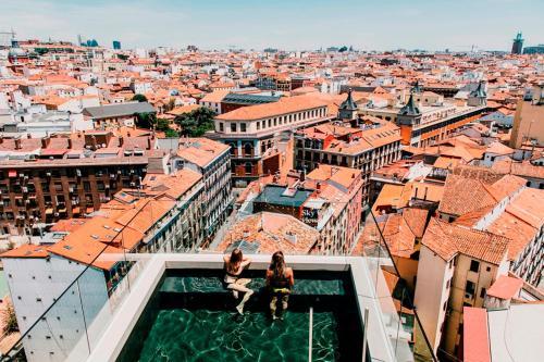 Een luchtfoto van Dear Hotel Madrid