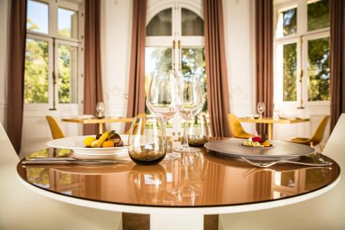 A restaurant or other place to eat at Domaine de Biar
